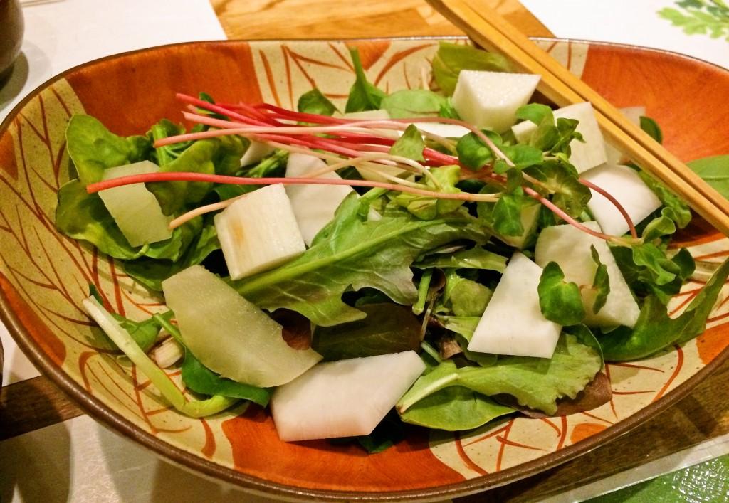最初にサラダがおすすめ。 白いのは山芋とヤーコン。