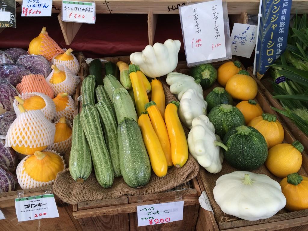 こちらアークヒルズのマルシェ。安心で美味しい野菜が手頃な値段で入手できるのが嬉しいところです。