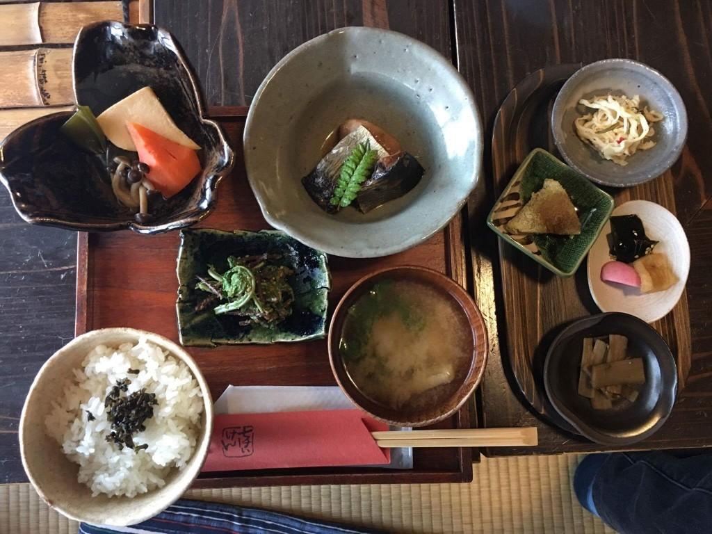 庄内の郷土料理・知憩軒+温泉旅館「龍の湯」