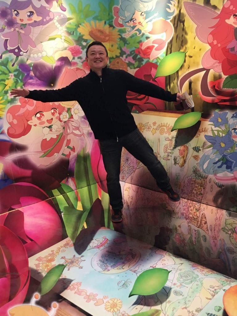 こちらは絵画教室とはなんでもない、先日行ったサンリオ内見会で撮られた写真。自分の写真はあまり載せたくない方なのですが、Facebookで反応が多かったのアップすることにしました(笑)。