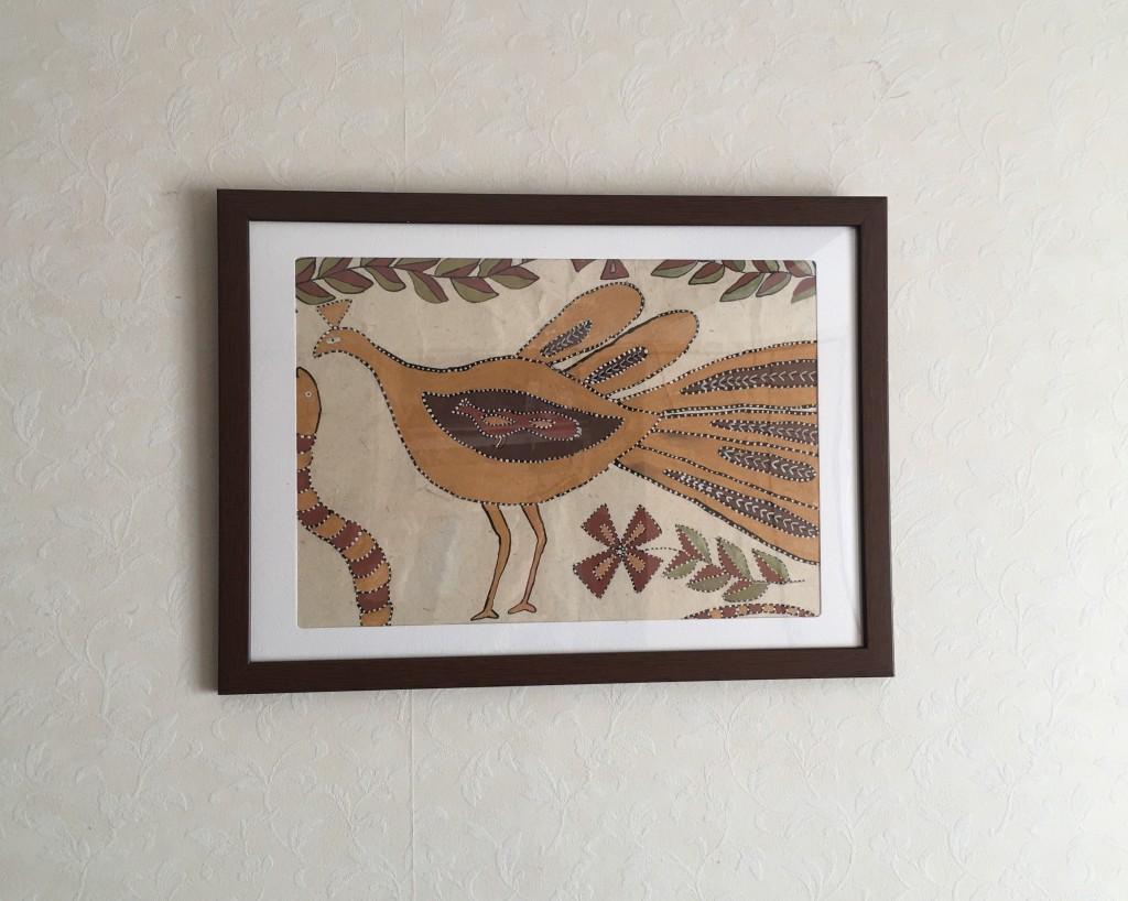 「インド先住民アート」展で絵を購入し、寝室がツイン孔雀になりました!