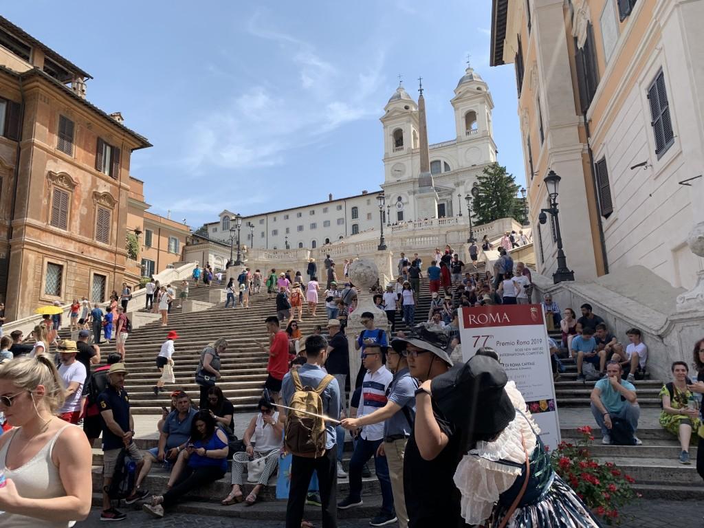 """毎日、雨が続きますが気分はローマの青空で!〜スペイン階段そば """"Fiaschetteria Beltramme"""" はフェリーニが通った店!"""