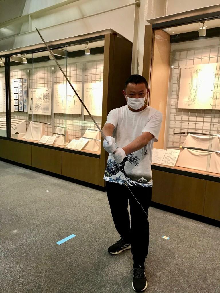 安来の和鋼博物館(わこうはくぶつかん)で初めて日本刀を持たせてもらいました!