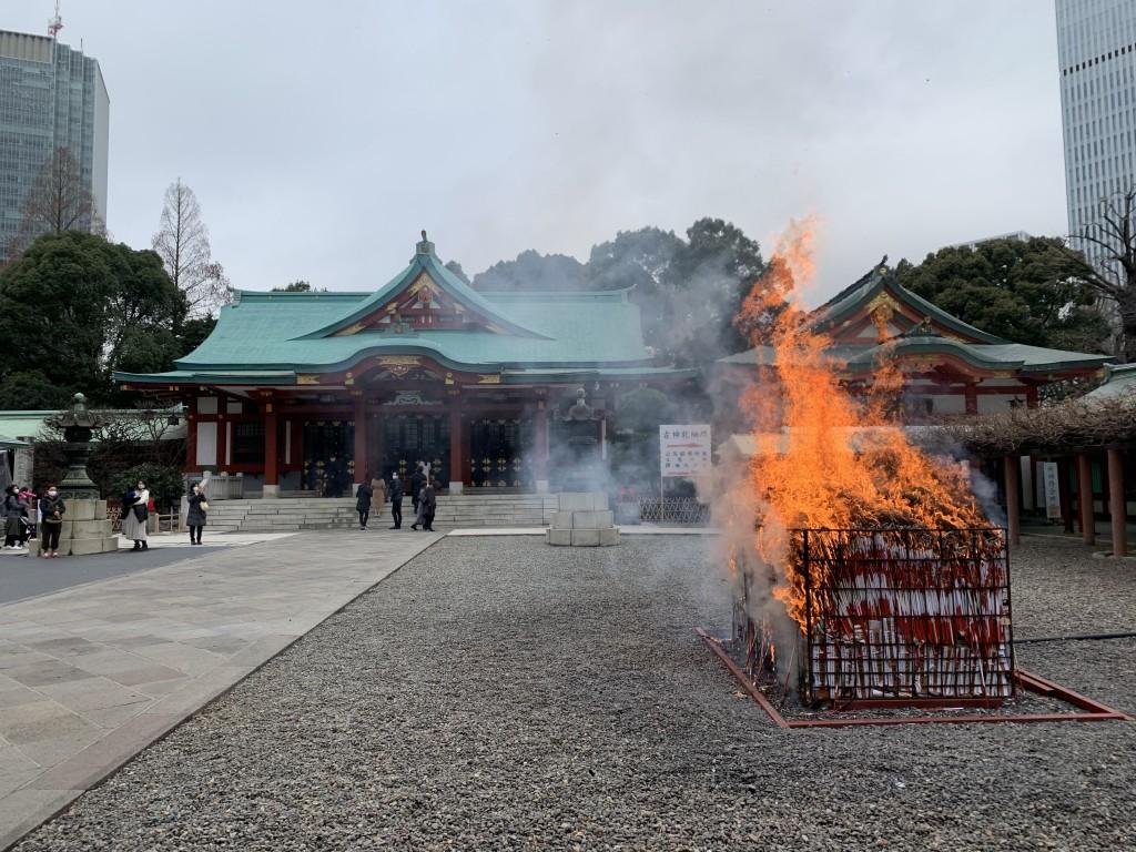 2年ぶりに日枝神社のお焚き上げに松飾りをおさめて参りました。
